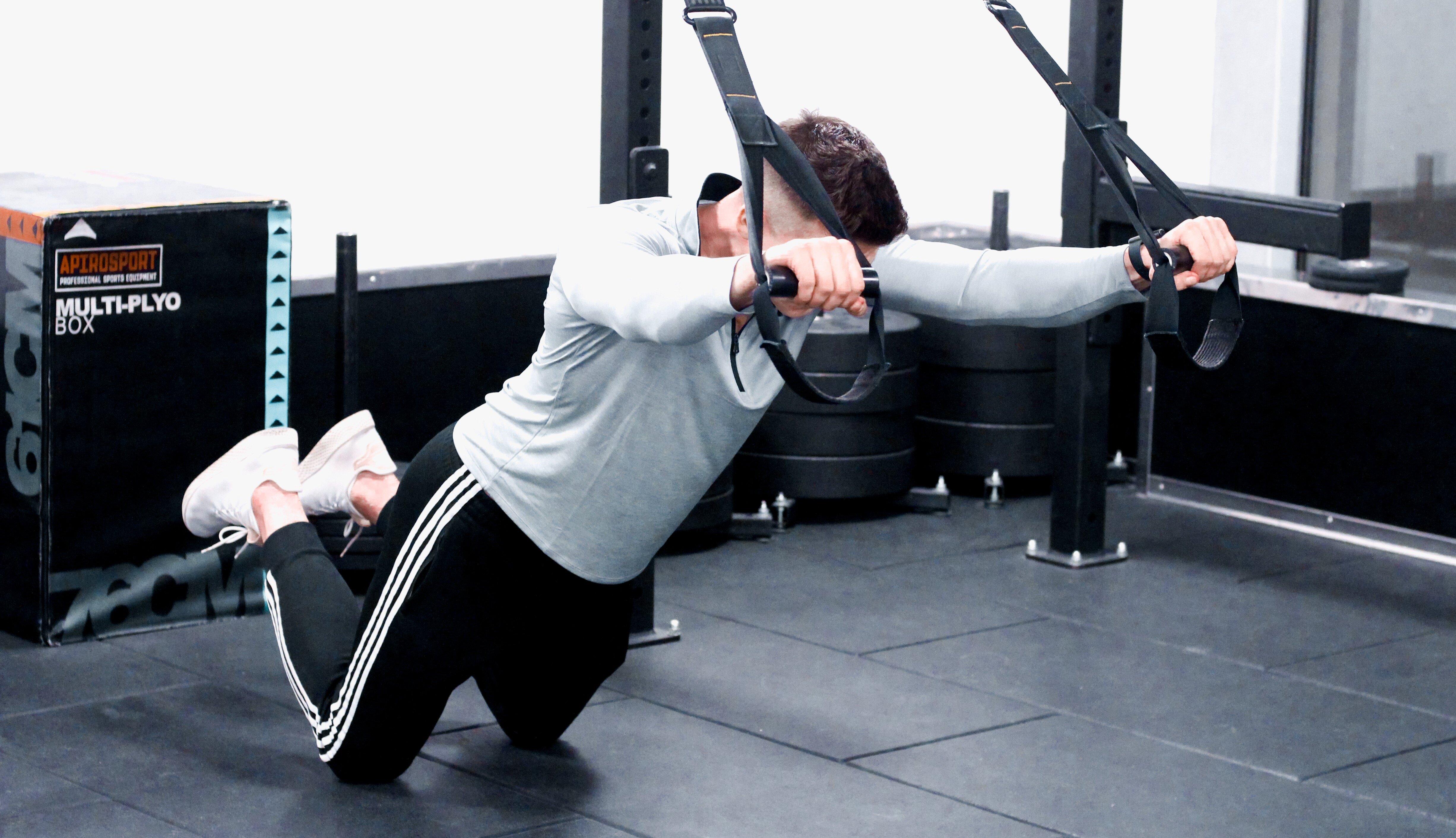 Trening mięśni głębokich z użyciem TRX
