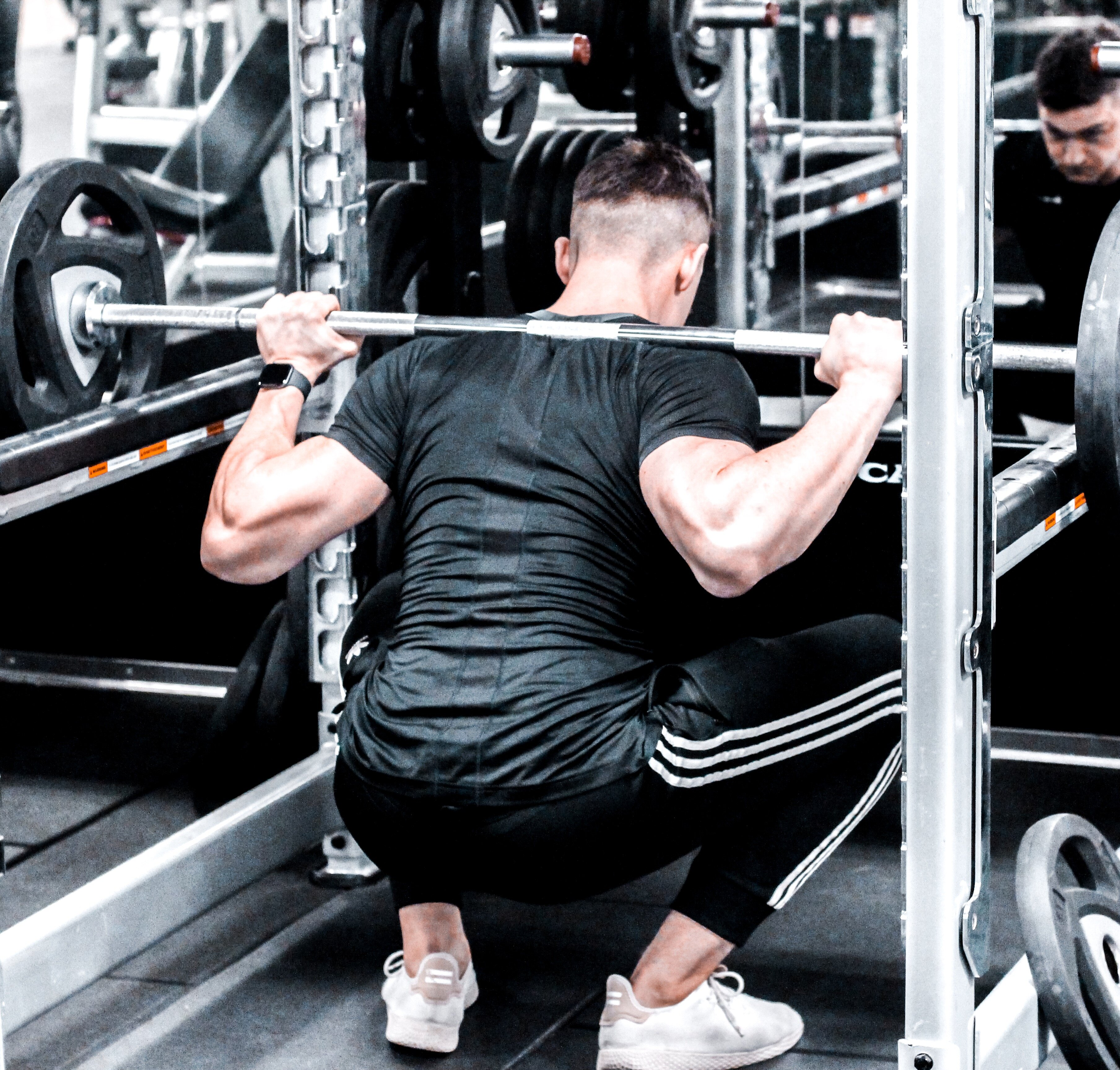 Poprawna technika w przypadku treningu siłowego to podstawa, szczególnie w przypadku ćwiczeń złożonych
