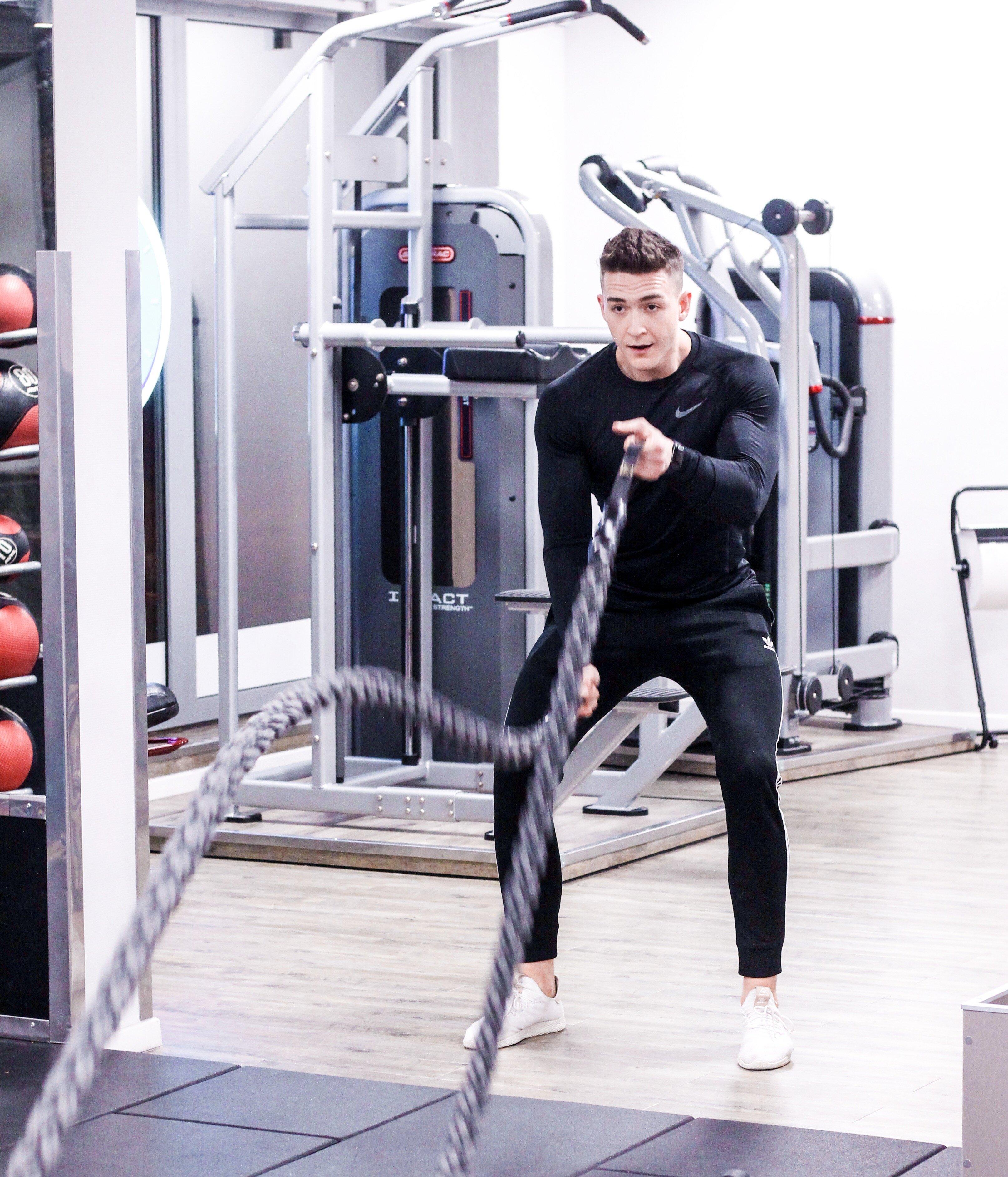 Trening wydolnościowy może zawierać ćwiczenia z battle rope