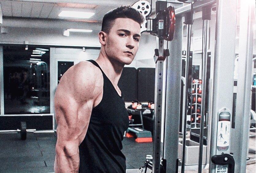 Trening tricepsów - jakie ćwiczenia i zakresy powtórzeń są najbardziej efektywne.