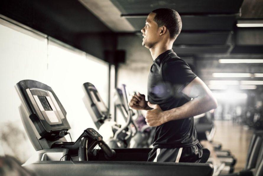 element treningu kondycyjnego - bieganie interwałowe - wykonane w siłowni Cityfit Sadyba