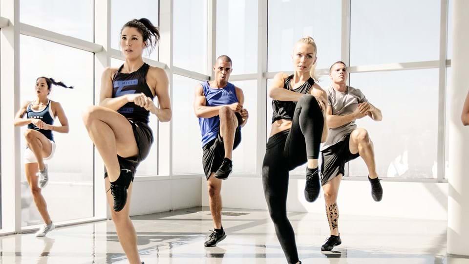 przykładowy element wykorzystywany w treningu - uderzenie kolanem