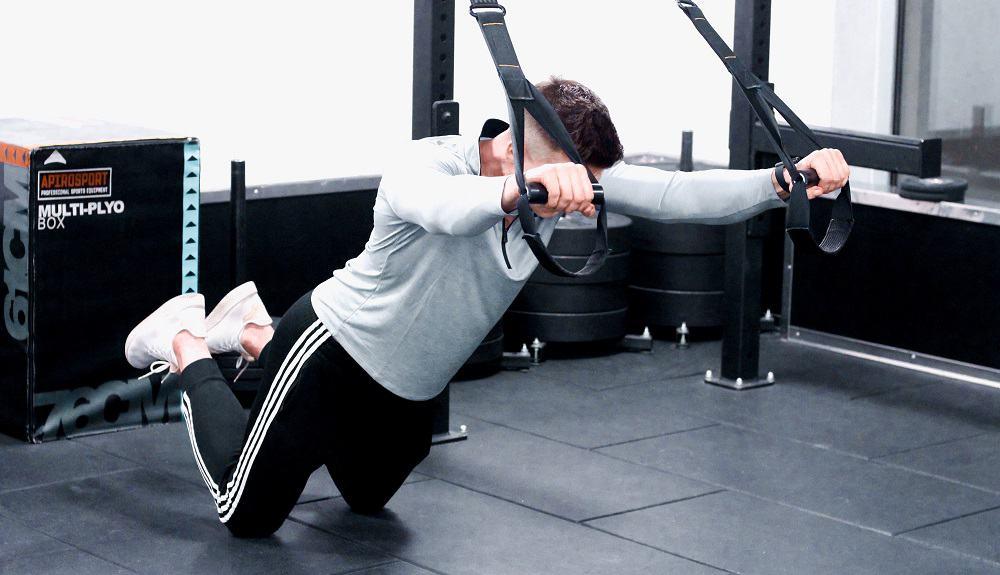 ćwiczenia wzmacniające mięśnie brzucha z trx